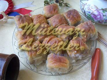 Райский уголок (сладость из теста с грецким орехом)
