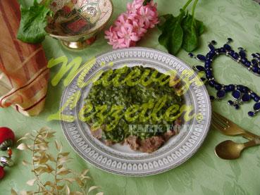 Kebab con espinacas y leche