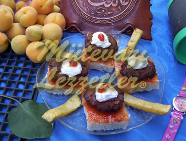 Canapés with Meatballs