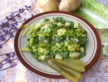 Kartoffelsalat mit Salatblätter