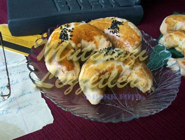 Peynirli Ay Poğaça (fotoğraf)