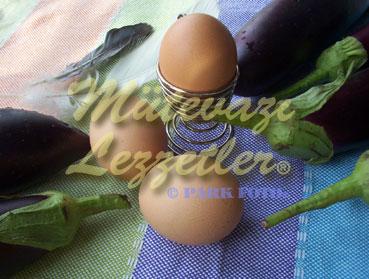 Auberginen mit Olivenöl und Eier