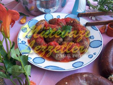 Soujouk albóndigas con tomate y Pegar