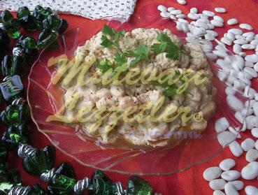 De alubias blancas, con ensalada de pasta de semillas de sés