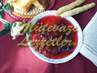 Gebäck mit Marmelade