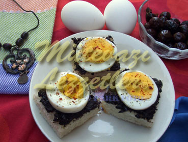 Canap�s with Egg