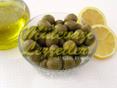 Eingelegte grüne Oliven