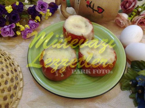 Yumurtalı Domates Dolması (fotoğraf)