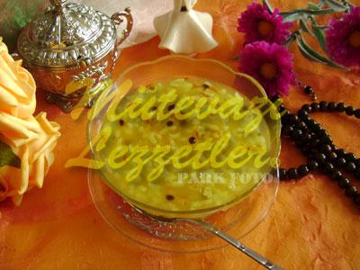 Zerde (Süßspeise mit Reis und Safran)